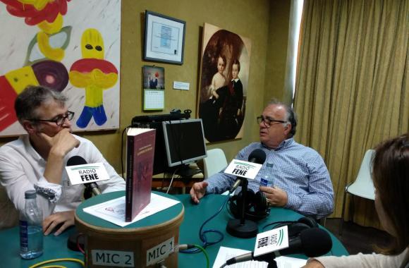 Guillermo Escrigas nos estudios de Radio Fene