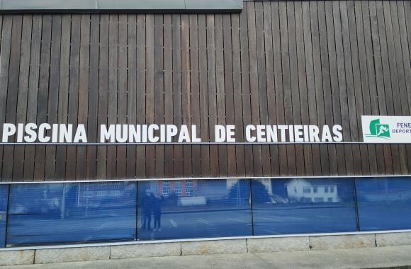 Piscina municipal de Centieiras. Fene