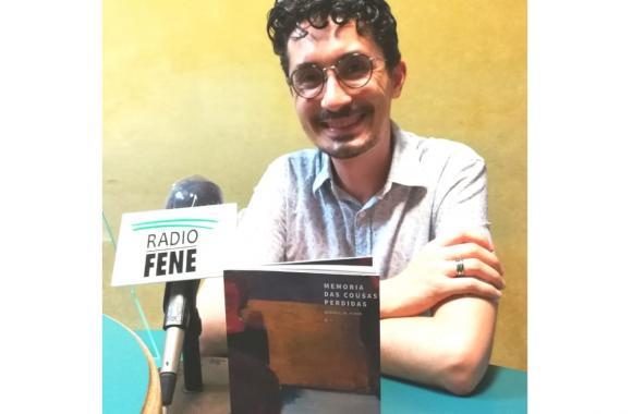 Andrés C.M. Riveira co seu poemario Memoria das Cousas Perdidas