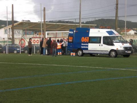 Ambulancia no campo de Sinde. O Val. Narón