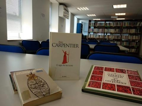 Libros de Alejo Carpentier na biblioteca municipal de Fene