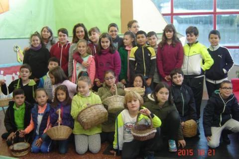 Aetna acompaña ao colexio Os Casais de Maniños na recollida de cogomelos