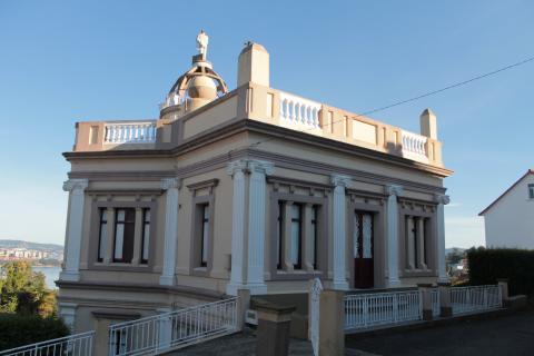Casa da Maleta. Vivienda en homenaje al emigrante. Barallobre. Fene. Galicia