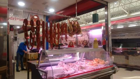Chourizos no Mercado da Magdalena en Ferrol