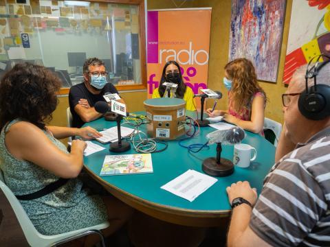 Ángeles Goás e Leandro Lamas no clube de lectura de Radio Fene Radiofusión