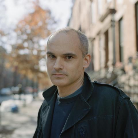 """Hernán Díaz, autor de """"A lo lejos"""""""