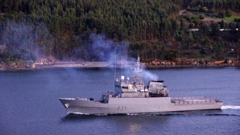 O buque Serviola na ría de Ferrol