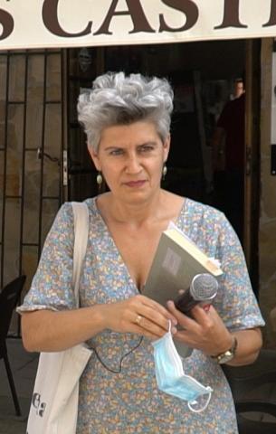 Mercedes Queixas falando nos Castros (A Coruña)