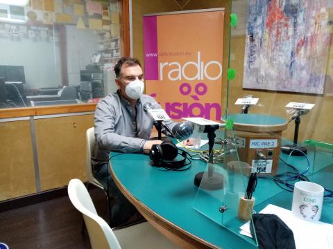 Juan Santalla, profesor do CIFP Ferrolterra en Radio Fene