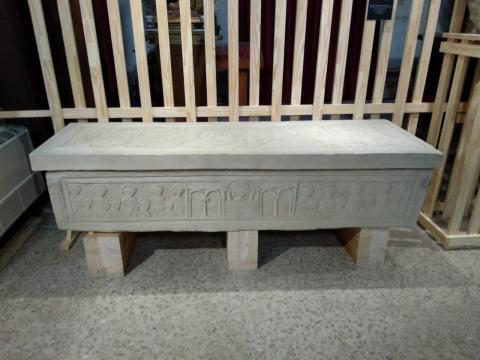 Réplica do sarcófago de Martiño de Dumio, falecido a finais do século sexto