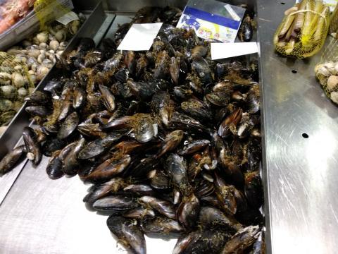 Mexillóns no mercado de abastos da praza de Lugo da Coruña