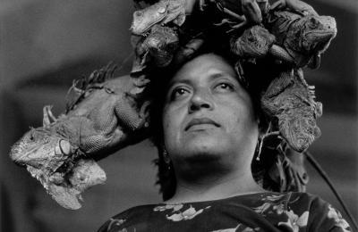 Nuestra Señora de las Iguanas, Juchitán, México, 1979  Gelatina de plata   Colecciones Fundación MAPFRE  ©Graciela Iturbide, 2018