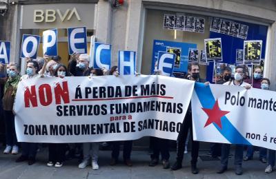 Concentración en Santiago de Compostela contra os despidos e peches de entidades bancarias