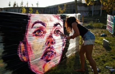 A artista portuguesa Sphiza. Primeira edición da Delas Jam