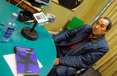 Xosé Luís Axeitos en Radio Fene. Maio de 2021. Fotografía: Xan Xe Corral