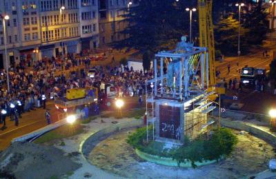 Retirada da estatua ecuestre da Praza de España de Ferrol