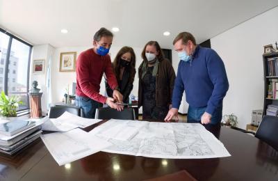 O alcalde de Fene Juventino Trigo con Manuel Polo, Angeles Coira e Marta Pereiro