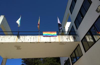 Bandeira do arco da vella na Casa do Concello de Fene