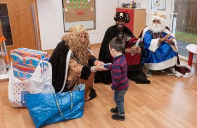 Os Reis Magos visitaron en 2017 a escola infantil As Roladas de San Sadurniño