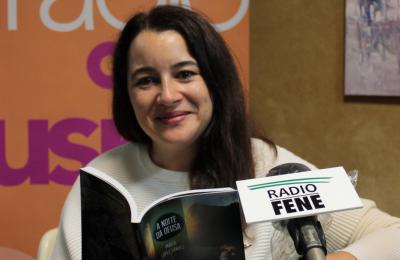María López Sández co seu libro A noite da deusa