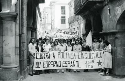 Manifestación pola lingua galega. Santiago. 1980. Fotografía: Xan Carballa