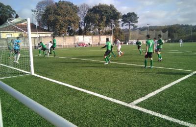 O Maniños B xogou en Cariño con 14 xogadores, 6 deles xuvenís