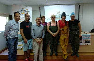 O alcalde de Fene co patrón maior da confraría e mariscadoras