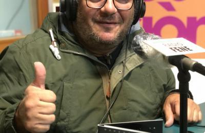 """Marcos Mella no estudo de Radio Fene presentando """"300 meses"""""""
