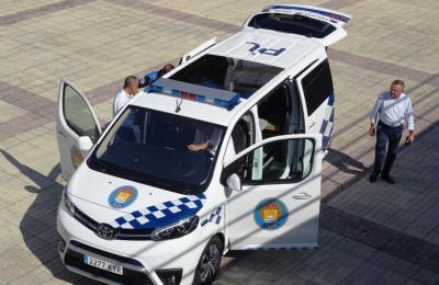 Vehiculo de atestados da Policía Local de Fene