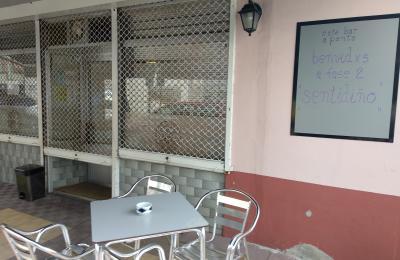 Explanada do café bar A Ponte. Rúa do Concello de Fene