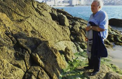 Antonio Tizón, na praia do Matadoiro na Coruña