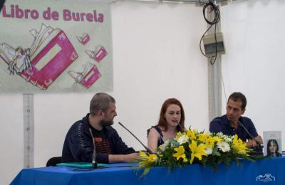 Antía Yáñez na Feira do Libro de Burela